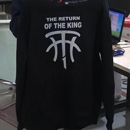 Melnā džempera drukas paraugs ar A2 t-kreklu printeri WER-D4880T