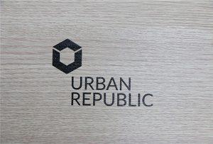 Logo druka uz koka materiāliem, izmantojot WER-D4880UV